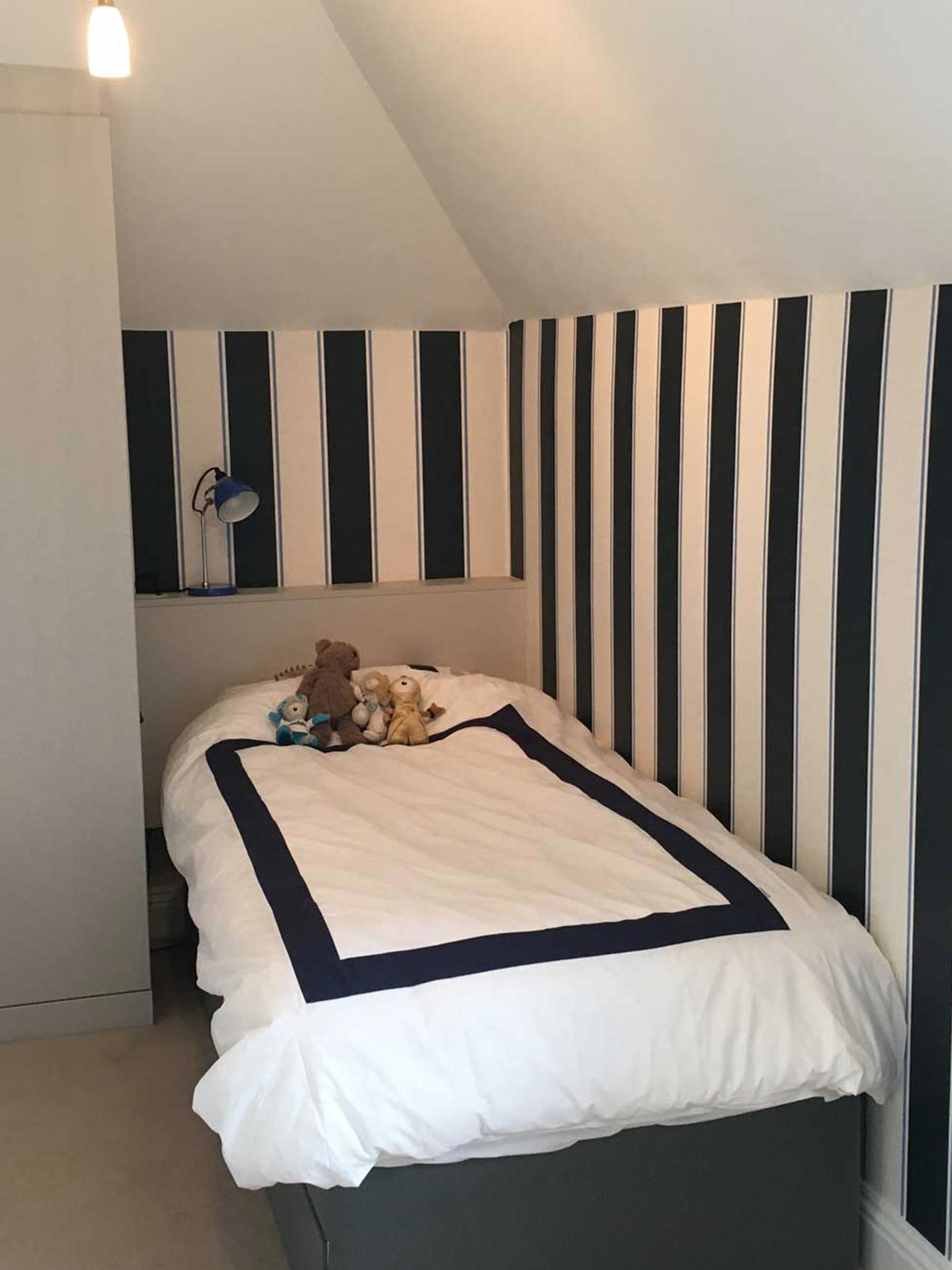 striped_bed